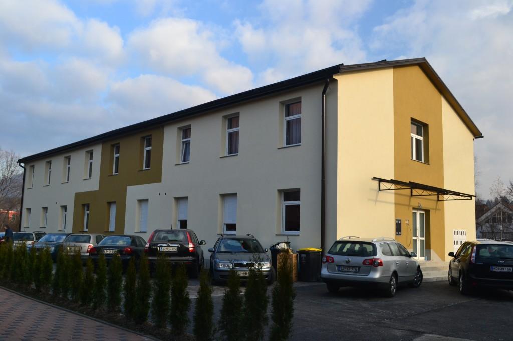 13 stanovanjski blok, Kamnik